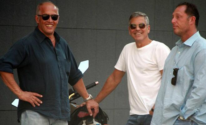Джордж Клуни навечеринке раздал 14 приятелям помиллиону долларов